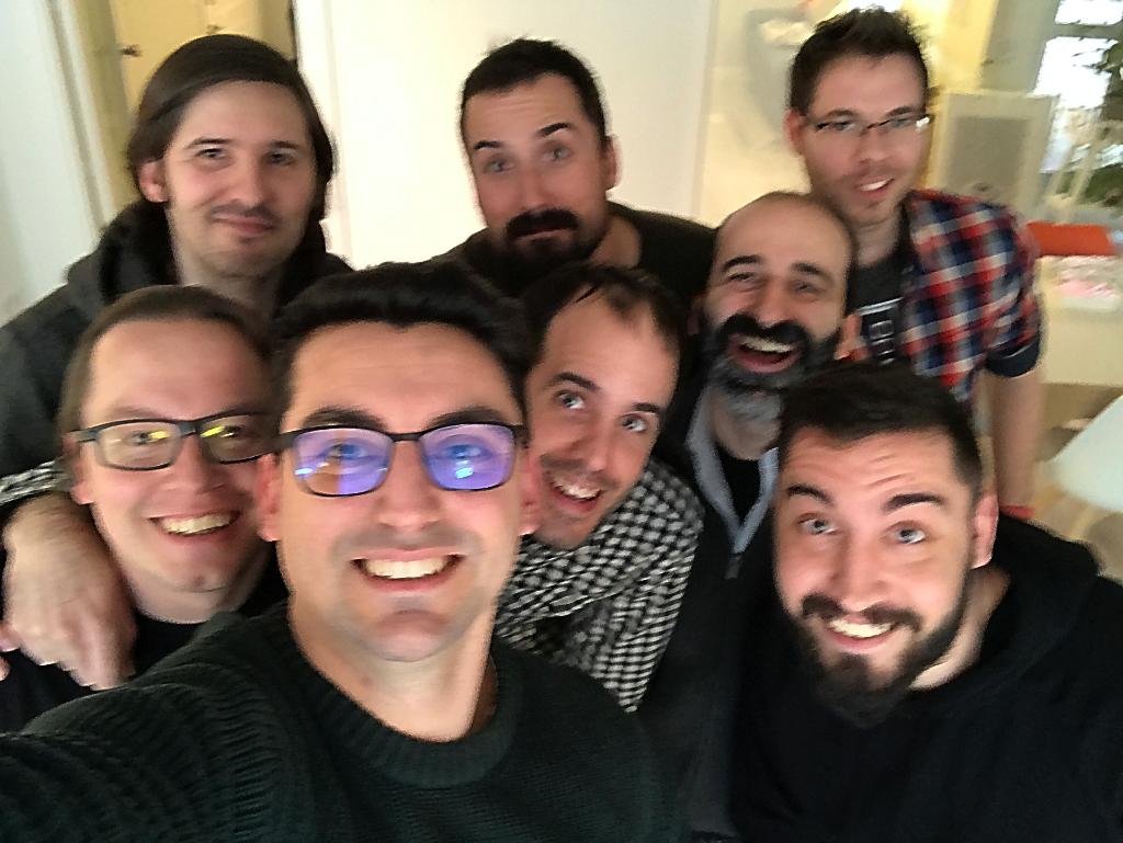 Foto de la visita desksurfing de Juan Vázquez con el equipo de Elemento115